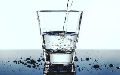 Czy zmiękczacze do wody usuwają z niej związki, które są potrzebne?